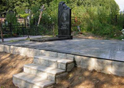 эксклюзивный памятник с благоустройством на несколько могил