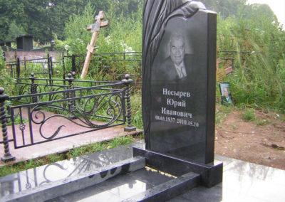 эксклюзивный памятникк с благоустройством на несколько могил
