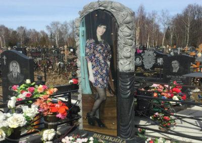 Памятник фото под стеклом во весь рост