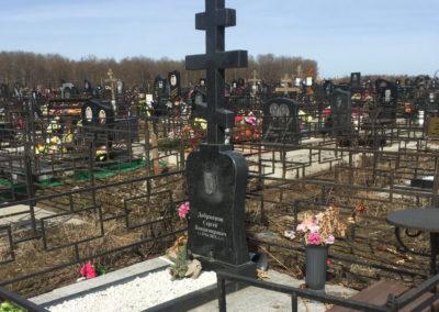 эксклюзивный памятник с крестом благоустройством могилы плиткой