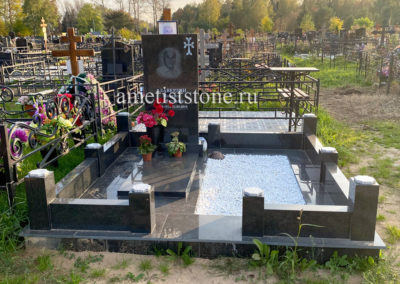 Памятник с надгробной плитой, гранитный комплекс